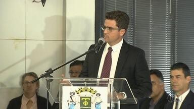 Novos presidentes da Amma e da CMTC tomam posse, em Goiânia - Iris Rezende (PMDB) disse que demorou a escolher auxiliares por cuidado.