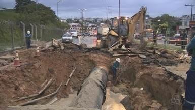 Obras em adutora que rompeu em Manaus terminam durante madrugada - Problema ocorreu na Alameda Cosme Ferreira, Zona Leste de Manaus.
