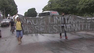 Estudantes protestam contra proposta de reajuste na tarifa de ônibus em Macapá - ESTUDANTES FAZEM PROTESTO CONTRA A PROPOSTA DE REAJUSTE NA TARIFA DE ÔNIBUS EM MACAPÁ.