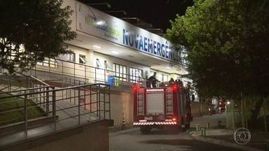 Adolescente de 15 anos morre tentando assaltar um policial em São João de Meriti - O PM reagiu ao assalto e atirou. O adolescente estava com uma arma de brinquedo. O rapaz de 15 anos morreu na hora. Uma mulher que passava pela rua foi baleada.