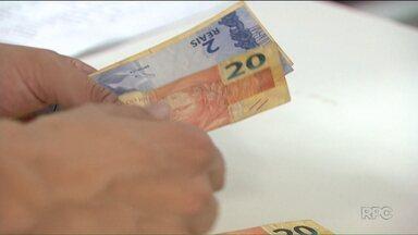 Consumidores aproveitam desconto para pagamento em dinheiro - Os comerciantes garantem que a medida do governo que permite o desconto está ajudando no aumento das vendas.