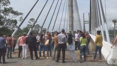 Senadores do Amapá se reúnem para discutir obras em Oiapoque - Entre elas, a do pátio aduaneiro da Ponte Binacional e a praça da cidade que nunca foi concluída.