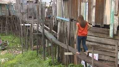 Madeiras serão distribuídas para construção de pontes durante cheia em Manaus - Aproximadamente quatro quilômetros de pontes de madeira vão ser construídas em bairros que ficam na orla de Manaus.