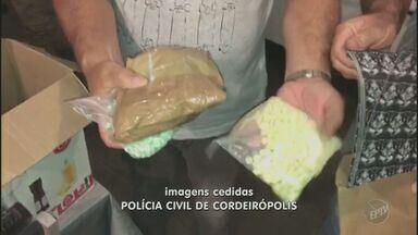 Universitário é preso por tráfico de drogas em Araras - Foi encontrada uma quantia avaliada em R$100 mil reais em drogas. A suspeita é de que a droga seria distribuída em outras cidades da região durante o carnaval.