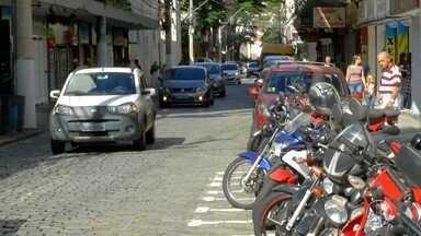 Trânsito em Nova Friburgo, RJ, sofre mudanças em função do carnaval - Praça Demerval Barbosa vai ser interditada.