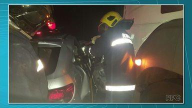 Acidente na rodovia BR-153 deixa seis mortos em General Carneiro - Três adultos e três crianças que estavam em um carro com placas de Santa Catarina morreram na hora. O carro em que eles estavam bateu em um caminhão.