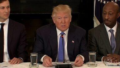 """Secretário de segurança dos EUA diz que forças armadas não serão usadas para imigração - No mesmo dia em que Donald Trump fala em """"operação militar para expulsar imigrantes"""" dos Estados Unidos."""