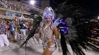 Rainha de bateria da Viradouro traz a fantasia de astronauta para a avenida - Raíssa Machado é a rainha de bateira da Viradouro e representa a vontade da criança em voar pelo espaço sideral.