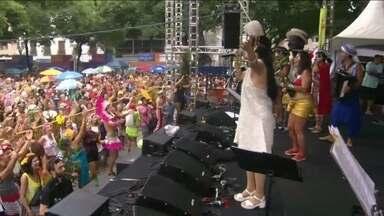 Foliões do Cordão do Boitatá comemoram os 21 anos do bloco com show no centro do Rio - No centro do Rio, o Cordão do Boitatá comemora 21 anos com show. O repertório vai de Villa-Lobos a Bob Marley.