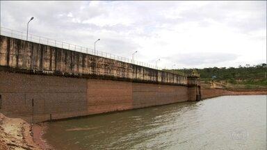 Pela primeira vez na história, Brasília enfrenta racionamento de água - Só ficarão de fora os ministérios e os palácios por questão de segurança. Represa de Santa Maria tem que abastecer o dobro de sua capacidade.