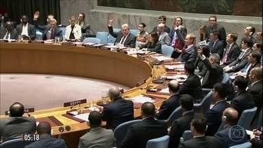 """ONU barra tentativa de aplicar sanções à Síria por uso de armas químicas - A resolução previa sanções a 21 pessoas, organizações e empresas. Mas a proposta foi barrada o Conselho de Segurança pelo """"não"""" da Rússia e da China, aliados do governo de Bashar Al-Assad."""