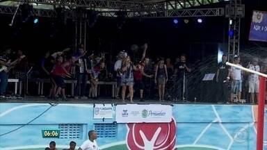Elba Ramalho animou carnaval em Paudalho, na Zona da Mata Norte - Polo Cultural, no centro, ainda tem blocos nesta Quarta de Cinzas.
