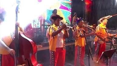 Carnaval em Petrolina, no Sertão, vai de frevo e ciranda a pagode e sertanejo - Multidão acompanhou o último dia de festa na cidade.