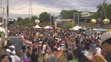 Milhares driblam chuva ao som de Luiz Gonzaga no Galo de Manaus - Rei do Baião foi homenageado da edição 2017 do tradicional bloco.
