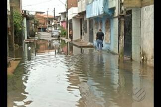 Chuva deixou vários pontos de alagamento em Belém nesta quarta-feira (1º) - No bairro do Marco, o canal da Vileta transbordou e as ruas no entorno ficaram cheias de água.