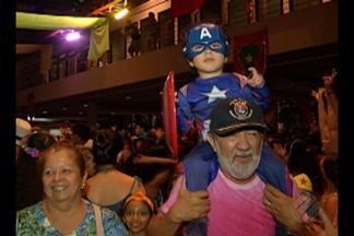 Criançada cai na folia no bailinho de Carnaval na Estação das Docas, em Belém - O Armazém 3 ficou lotado na noite da última terça (28). A festa terminou com a apresentação da escola de samba 'Bole Bole'.