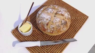 Pão com alho-poró - Feito em casa, pão tem alho-poró nos ingredientes.