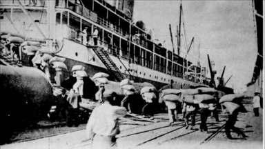 A mistura da história do café com o desenvolvimento do Porto de Santos - O maior porto do Brasil completa 125 anos. Ele nasceu antes da cidade de Santos que teve seu desenvolvimento impulsionado pela exportação do produto.