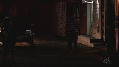 Moradores do Japiim, em Manaus, reclamam de falta de iluminação em rua - Problema ocorre há mais de seis meses.