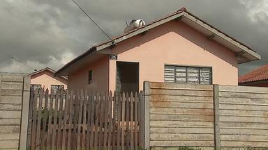 Casa é entregue para inscritos na Prolar após reintegração de posse - Imóvel estava ocupado e a reintegração foi feita com ajuda da polícia federal.
