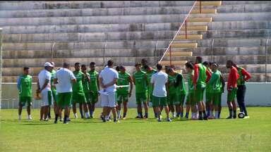 Salgueiro realiza treino antes de enfrentar Santa Cruz - O time espera contar com o apoio da torcida