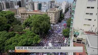 Professores fazem paralisação na Argentina - Os professores entraram em greve por 48 horas para pedir um aumento de 35% nos salários.