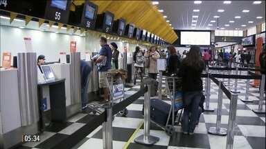 Companhias aéreas definem regras para despachar bagagens nos voos - O economista Samy Dana explica o impacto na vida do passageiro da medida que começa a valer no dia 14.