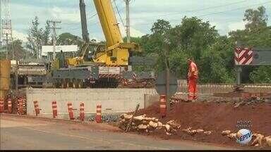 Obra em ponte interdita trecho de rodovia entre Santa Gertrudes e Rio Claro - Interdição é feita pelo Departamento de Estradas de Rodagem (DER).