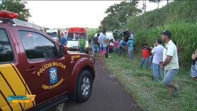 Universitários ficam feridos em acidente de ônibus no noroeste do estado - Acidente foi na PR-486.
