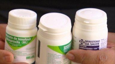 Faltam remédios para HIV em farmácias do governo de PE - Portadores de HIV enfrentam a falta de pelo menos seis remédios contra o vírus que deveriam ser distribuídos nas farmácias do estado de Pernambuco. Alguns pacientes receberam os medicamentos, mas fora do prazo de validade.