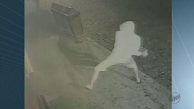 Onda de furtos assusta comerciantes de São José do Rio Pardo - Criminoso usa pedras para quebrar vitrines e portas e invadir as lojas.