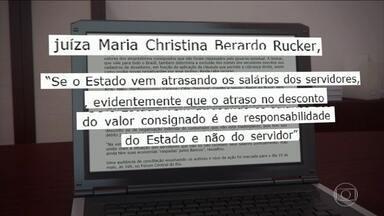 Liminar impede que bancos descontem dos servidores do RJ parcelas dos consignados - O Ministério Público e da Defensoria Pública pediram à Justiça que 26 bancos sejam proibidos de descontar as parcelas dos empréstimos consignados diretamente da conta corrente dos servidores do estado do Rio de Janeiro.