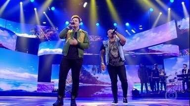 Matheus e Kauan cantam hit 'O Nosso Santo Bateu' - Música é sucesso nas rádios