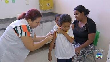 Sorocaba recebe novo lote de vacinas contra a febre amarela - Sorocaba recebeu um novo lote de vacina contra a febre amarela. Saiba quem deve tomar a vacina e onde elas estão disponíveis.