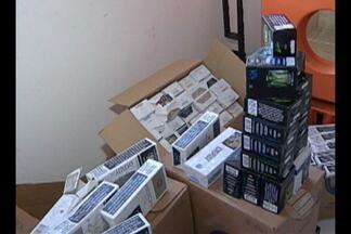 Três homens foram presos acusados de contrabando de cigarro, em Belém - Eles possuíam uma carga de cigarros avaliada em R$ 20 mil. O veículo utilizado pelos bandidos para roubar mercadorias também foi apreendido