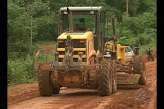 Escoamento da produção de grãos ficou prejudicada pelas péssimas condições da BR-163 - Nos últimos 30 dias, o transporte de cargas na região sudoeste do Pará parou no meio dos atoleiros
