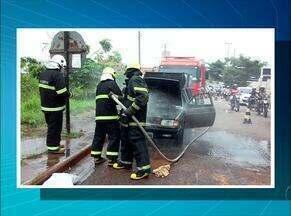 Carro de som pega fogo após falha na afiação, em Araguaína - Carro de som pega fogo após falha na afiação, em Araguaína