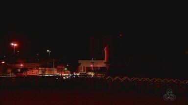 Frequentadores reclamam de falta de iluminação no Parque do Forte, em Macapá - A falta de iluminação pública tem afastado os frequentadores do Parque do Forte, um dos principais cartões postais da capital. De acordo com eles, escuridão já se prolonga há cerca de um mês.