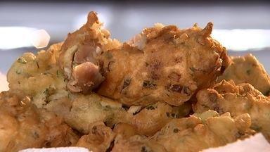 Experimente o sabor de um frango encapotado - A artesã Maria de Fátima sabe fazer vários pratos saborosos, mas um se destaca, é um encapotado de frango. É daquelas receitas difíceis de resistir. O Nosso Campo foi até Paranapanema (SP) experimentar o prato. Claro, aprovamos!