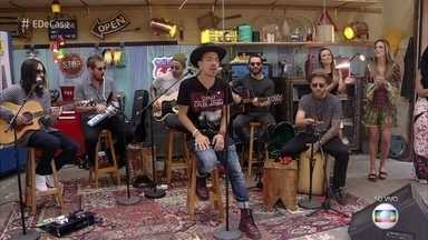 NX Zero canta 'Razões e Emoções' - Grupo abre o 'É de Casa' com música