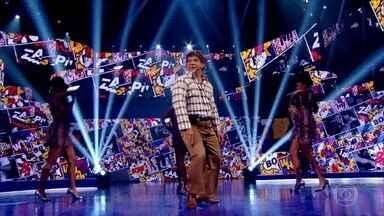 Lúcio se apresenta no palco do Caldeirão - Ele participa do quadro ´Lata Velha´ deste sábado!