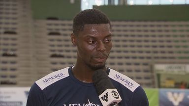 Profissionais que vivem do basquete falam sobre a modalidade no Brasil - Jogadores defendem a cidade de Santos em campeonatos na região, no estado e no país.