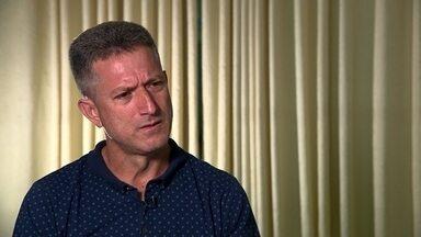 Diretor do Boa Esporte responde a críticas feitas à contratação de Bruno - Goleiro condenado a 22 anos e três meses de prisão pelo assassinato de Eliza Samúdio, em 2010, foi recebido nesta semana pela torcida do time.