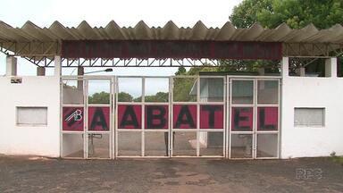 Batel completa 66 anos com dificuldades financeiras - O time de Guarapuava viveu uma década de auge nos anos 90, mas nos últimos anos vem tentando sobreviver.