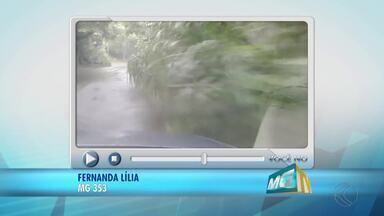 VC no MGTV: Telespectador registra mato alto em rodovia em Santa Bárbara do Monte Verde - Na MG-353, mato às margens da pista cresceu e, após as chuvas, caiu sobre a pista e atrapalha a circulação dos veículos. DER disse que técnicos estão tapando buracos no trecho e realizando limpeza.