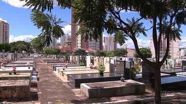 Onda de furtos no cemitério de Maringá revolta moradores - Prefeitura diz que vai reforçar a segurança no local