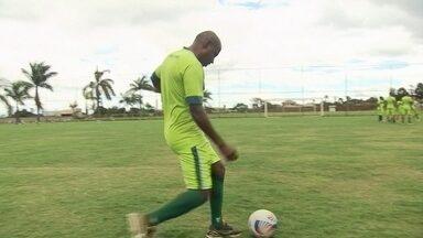Gol de Baiano, do Gama, quase do meio do campo, deu o que falar no treino do time - Gol de Baiano, do Gama, quase do meio do campo, deu o que falar no treino do time