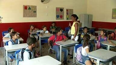 Muro de escola que caiu há 15 dias deixa estudantes em situação de risco - Muro de escola que caiu há 15 dias deixa estudantes em situação de risco