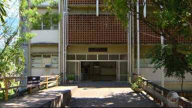 Após 8 anos de incêndio, laboratório do instituto de química da Ufba continua fechado - A obra de recuperação do laboratório até começou, mas foi paralisada e não tem previsão de conclusão.