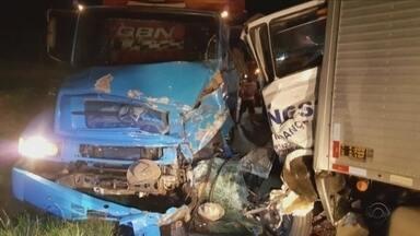 Motorista de caminhão que provocou acidente no Sul de SC é liberado após pagar fiança - Motorista de caminhão que provocou acidente no Sul de SC é liberado após pagar fiança